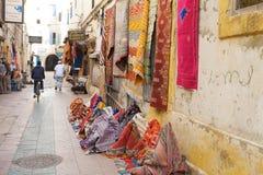 街道购物在Essaouira 免版税库存图片