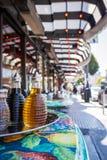 街道边意大利餐厅桌在北部海滩的心脏 库存图片