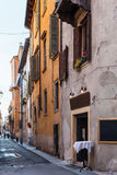 街道通过Ponte彼得拉在维罗纳市 库存图片