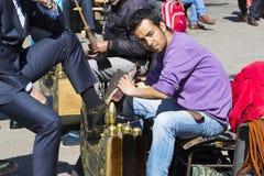 街道鞋子擦净剂在市伊斯坦布尔在土耳其 库存照片