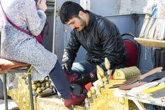 街道鞋子擦净剂在市伊斯坦布尔在土耳其 免版税库存图片