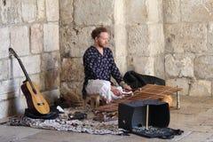 街道音乐家在耶路撒冷 免版税库存照片