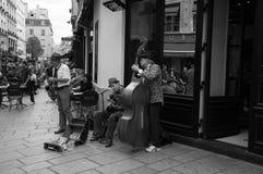 街道音乐家在巴黎 免版税库存照片