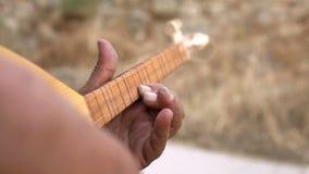 街道音乐家弹奏土耳其仪器 影视素材