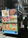 街道食品厂家推车在曼哈顿 库存图片