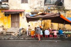 街道食物咖啡馆在会安市,越南 库存照片