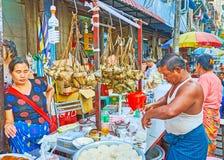 街道食物在仰光,缅甸 免版税库存图片