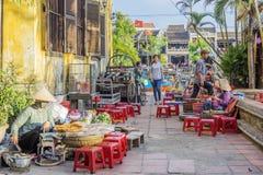 街道食物在会安市,越南 库存图片