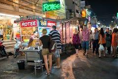 街道食物在夜市场上在华欣 库存照片