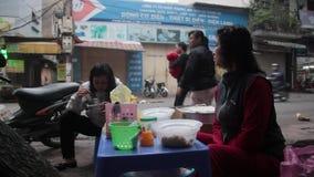 街道食物在河内,越南 股票视频
