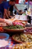 街道食物在英国,三明治准备了形式印地安人食物 免版税库存照片