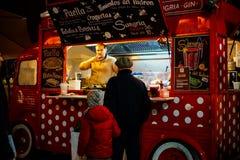 街道食物巴尔布Vacarescu节日,布加勒斯特,罗马尼亚 库存照片
