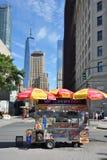 街道食物推车在曼哈顿, NYC 免版税库存照片