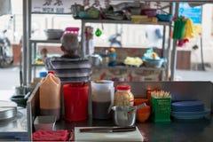 街道食物餐馆厨房在乔治城,槟榔岛,马来西亚 库存照片