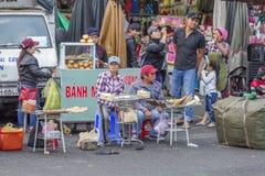 街道食物,大叻市市场,越南 库存照片