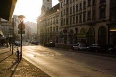 街道维恩米特区在维也纳,奥地利 日出 免版税图库摄影