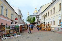 绘画街道贸易在普遍的节日斯拉夫的义卖市场的在维帖布斯克,白俄罗斯 免版税库存照片