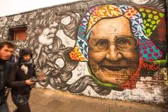 街道画的片段在柏林围墙的在东边画廊-它是1 3 km在1989年崩溃原始的墙壁的长零件 免版税图库摄影