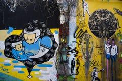 街道画砖墙,五颜六色的背景 免版税库存图片