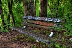 街道画长凳在森林 库存图片