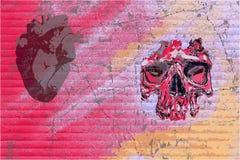 街道画头骨和心脏 免版税图库摄影