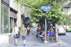 街道ViewSukhumvit路在曼谷泰国 免版税库存图片