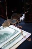 衡量单位、硬币和金子 免版税库存图片