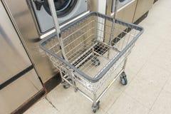 洗衣店商店 免版税库存图片