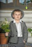 衣服和帽子的男孩 库存图片
