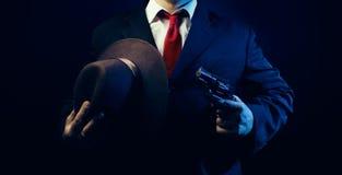 衣服的匪徒人与枪 免版税库存图片