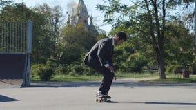 衣服的溜冰者去把戏FS流行音乐推它冰鞋公园 股票录像