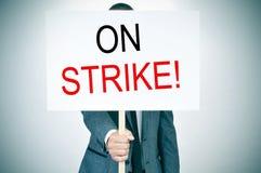 衣服的年轻人举行罢工 免版税库存照片