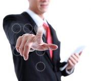 衣服的年轻商人指向与他的手指的 免版税库存照片