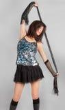 衣服饰物之小金属片上面和微型裙子的性感的妇女 免版税库存照片