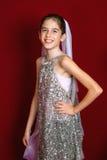 衣服饰物之小金属片的女孩 免版税库存照片