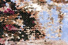 衣服饰物之小金属片-闪耀的闪光金属片的纺织品 免版税库存图片