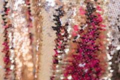 衣服饰物之小金属片-闪耀的闪光金属片的纺织品 图库摄影