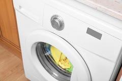 洗衣机视图从上面 免版税库存照片