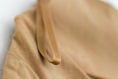 衣物与垂悬的圈的织品细节 免版税库存图片