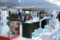 衣物和袋子在台北101购物的区购物 库存图片