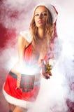 衣物圣诞老人性感的妇女年轻人 图库摄影