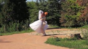 衣物夫妇日愉快的葡萄酒婚礼 股票录像
