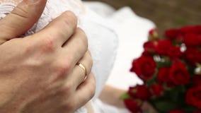 衣物夫妇日愉快的葡萄酒婚礼 影视素材