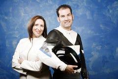 衣物夫妇用皮革包盖摩托车 免版税库存图片