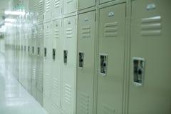 衣物柜新的学校 库存图片
