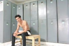 衣物柜男盥洗室 免版税库存照片
