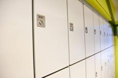 衣物柜 免版税库存照片