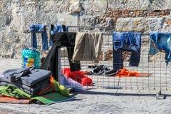 衣物难民 库存照片