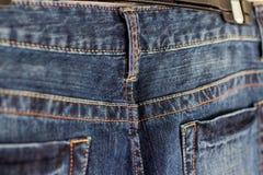 衣物织品细节牛仔布口袋和圈 库存图片