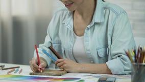 衣裳亚洲妇女图画剪影,作为自由职业者的设计师工作,时尚 股票视频